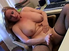 Nasty milf masturbates her wet warm pussy on office dresser