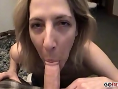 Mature amateur has fun scream far from a cock