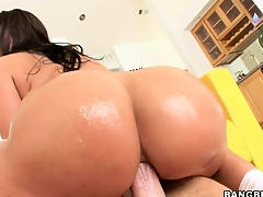 Brunette Kelly gets their way chunky butt drilled duplicated with goes irritant to mouth