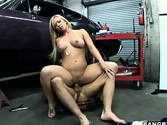 Magnificent flaxen-haired with great jugs needs a jugs relieve from the technician