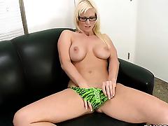 Kaylee Brookshire enjoys another great cumshot session